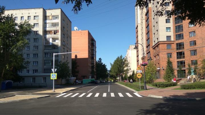 Застройщик сделал трёхполосную дорогу на улице около площади Калинина