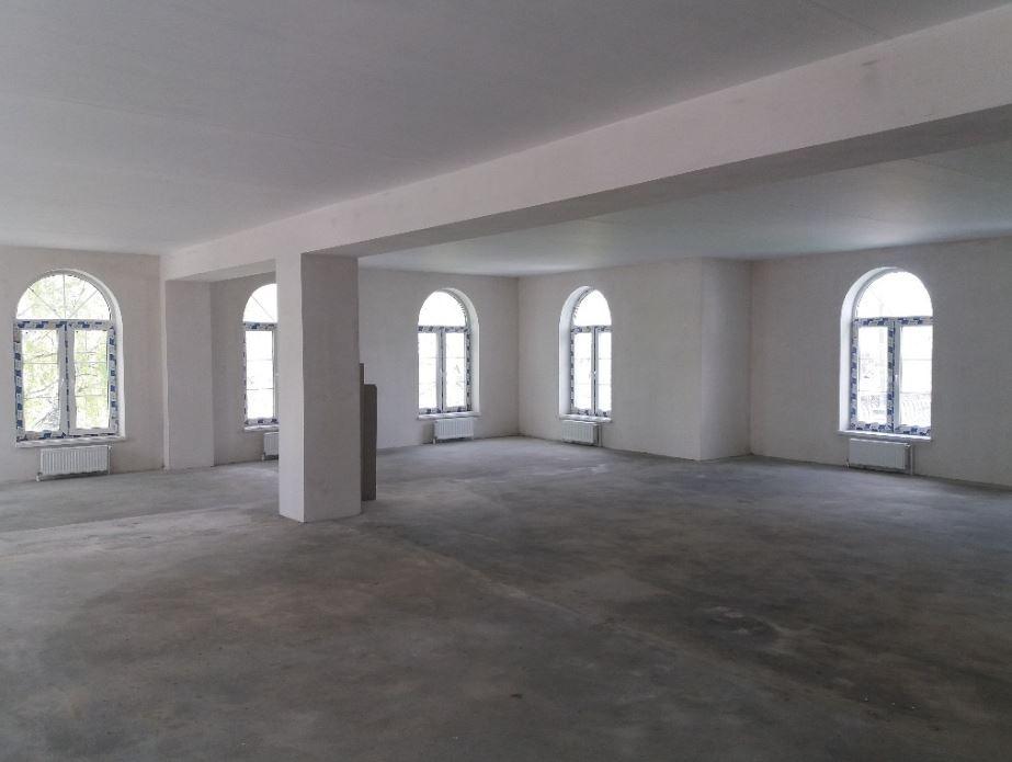 Внутри здание выглядит так