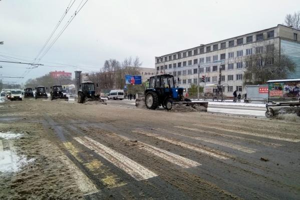 Новые технологии по содержанию дорог зимой, наверное, когда-нибудь дойдут и до Челябинска. А пока вот это вот всё