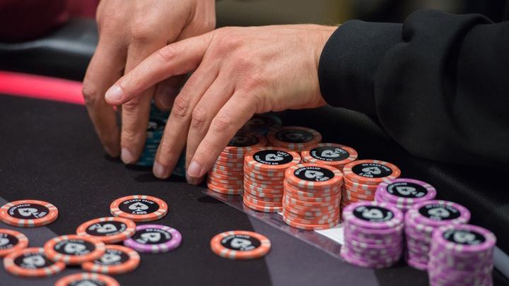 Новосибирца не пустили в Таиланд из-за штрафа за азартные игры