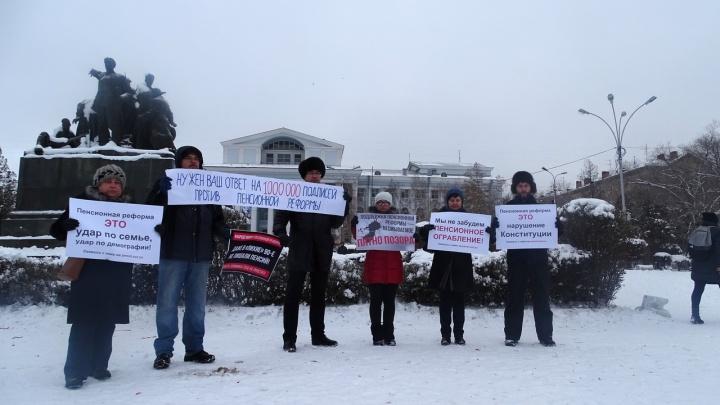 «Дальше будет людоедство»: волгоградцы вышли с пикетом против повышения пенсионного возраста