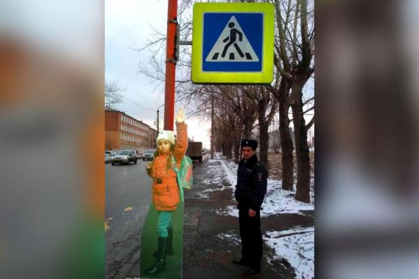 Макет ребёнка в полный рост у перехода на Курчатова