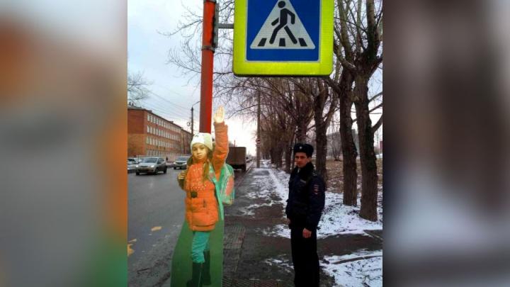 В ГИБДД решили пугать лихачей фигурками детей на дорогах
