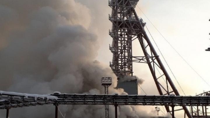Свердловские спасатели отправились в Соликамск на помощь девятерым горнякам в горящей шахте