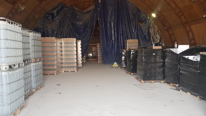 «Водка, виски и шампанское»: УФСБ ликвидировало цех по производству контрафактного алкоголя
