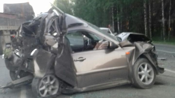Под Тюменью массовое ДТП: столкнулись пять машин