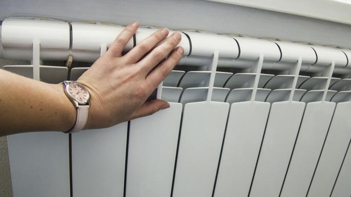 В разгар жары в Октябрьском районе включили отопление