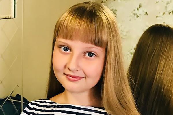 Софья, как утверждает её мать Наталья Сумец, переходила дорогу на зелёный свет, когда её сбил автобус