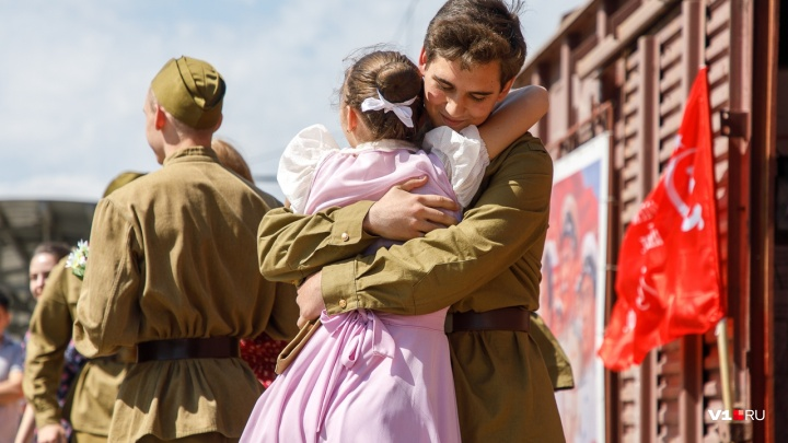 «Я поезд этот больше, чем жену люблю»: в Волгоград на три часа прибыл уникальный «Воинский эшелон»