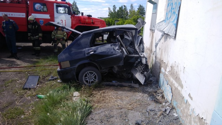 На трассе Омск — Тюмень водитель легковушки врезался в пост ДПС