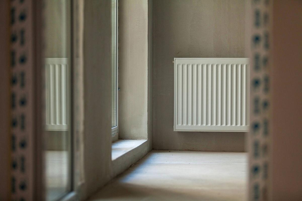 На тёплой лоджии установлен радиатор