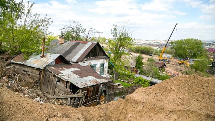 Николаевка исчезает под бульдозерами ради новой развязки: жители судятся с мэрией и со слезами вспоминают годы жизни в поселке