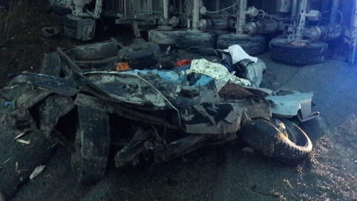 Один в реанимации: медики рассказали о состоянии выживших в страшном ДТП на Полевском тракте