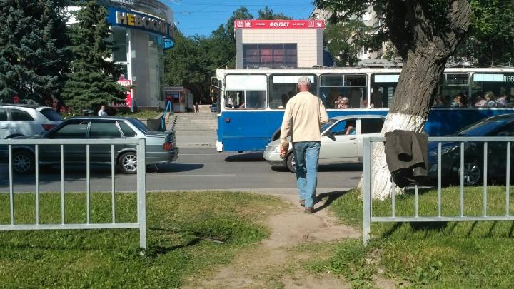 «Железный занавес уже приоткрылся»: в Волгограде снимут заборы рядом со скандальным переходом