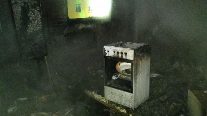 Пожар на Петухова: из многоэтажки с переполненной парковкой эвакуировали 25 человек