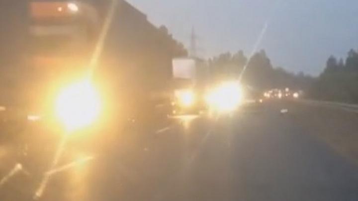 На въезде в Ревду водители встали в многокилометровую пробку из-за ремонта дороги