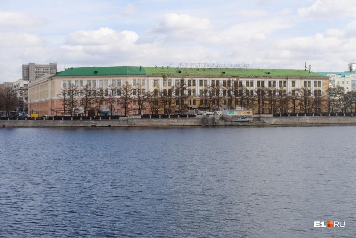 На месте Приборостроительного завода УГМК собиралась построить культурный центр. А теперь эту площадку рассматривают под собор Святой Екатерины