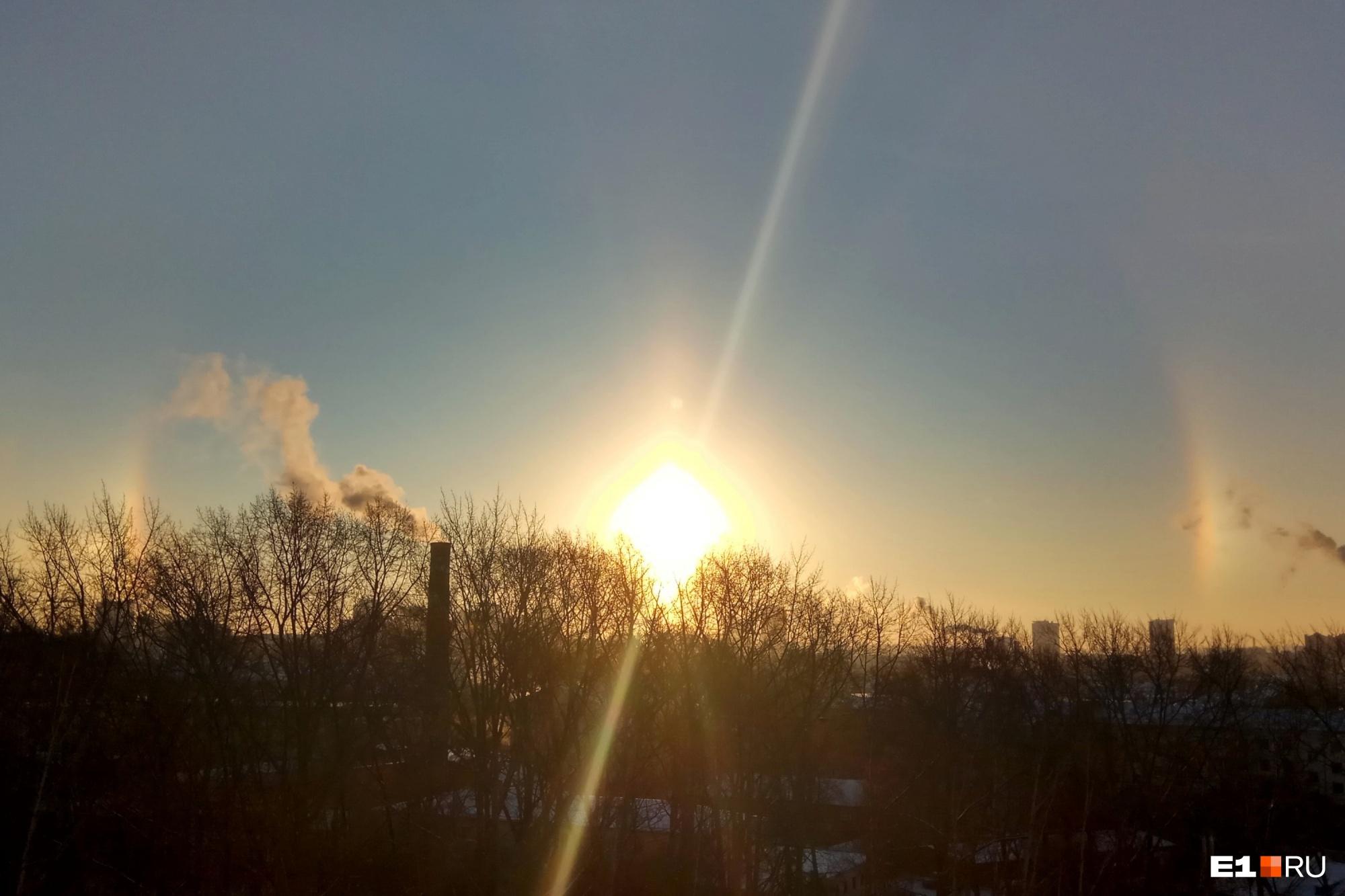 Из-за мороза екатеринбуржцы сегодня увидели два солнца