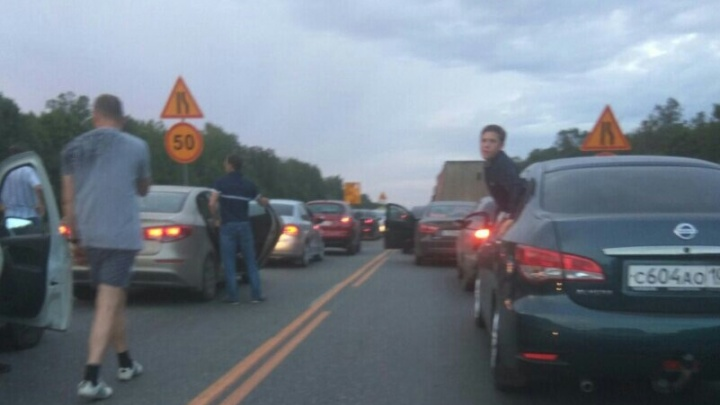 На трассе в Башкирии образовалась многокилометровая пробка