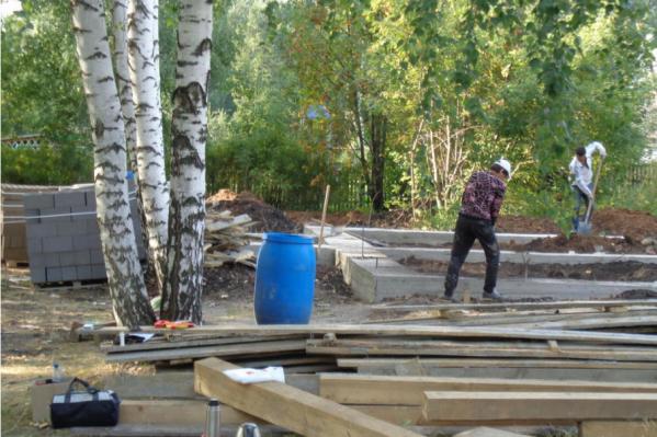 Строители готовят новый медпункт для сельчан