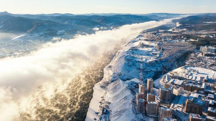 Красноярский фотограф сделал впечатляющие снимки морозного тумана над Енисеем
