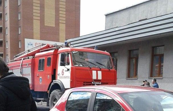 Посетителей Ленинского ЗАГСа эвакуировали из-за дыма