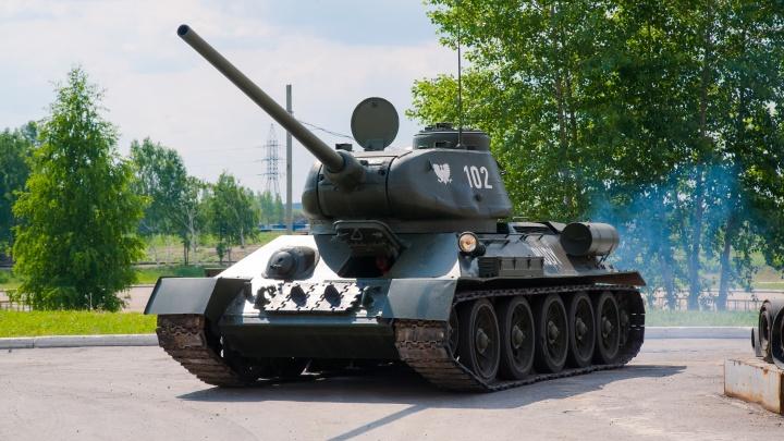 Виртуальный против металлического: уральские парни провели тест-драйв настоящего танка Т-34-85