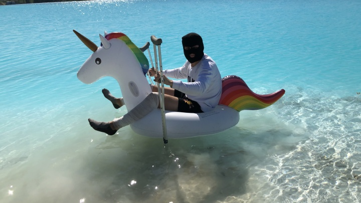 Стыдно идти в больницу: новосибирец искупался в «отравленных Мальдивах».И сильно покраснел