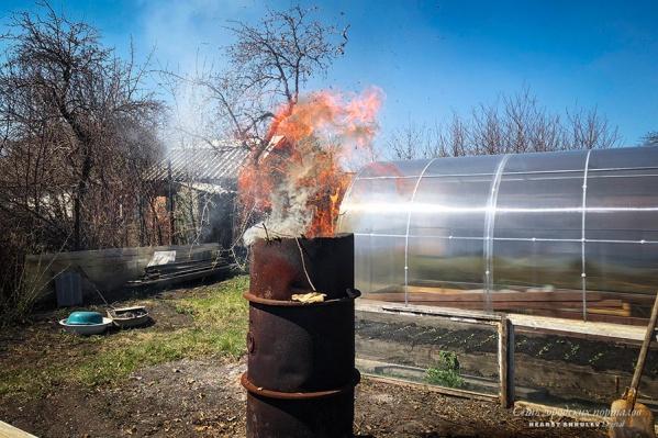 За разжигание костра на даче — штраф от 2 (для граждан) до 400 тысяч (для должностных лиц)