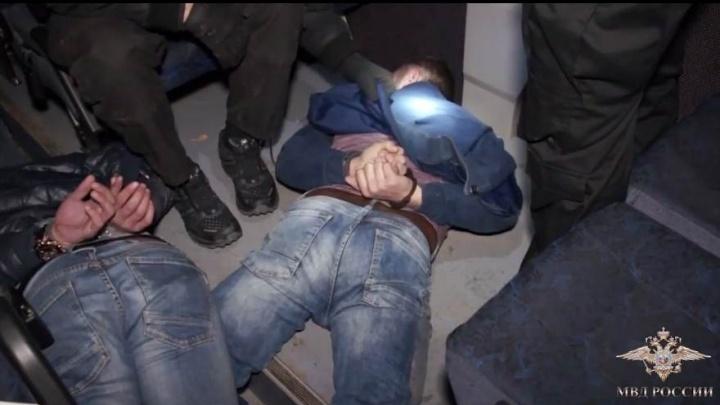 Опубликовано видео погони и задержания грабителей банкомата в масках