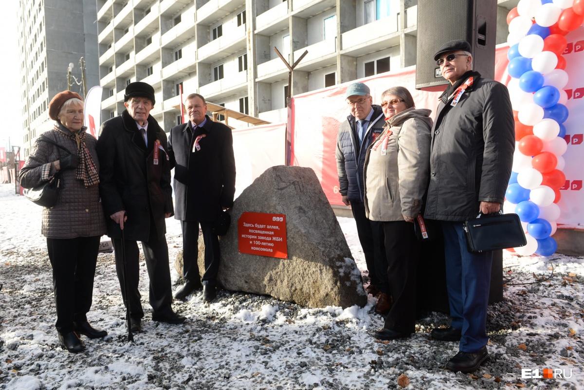 В честь 100-летия комсомола в Екатеринбурге заложили первый камень аллеи, которая будет посвящена истории завода ЖБИ и комсомольцам — строителям завода. Аллею построит «Группа ЛСР», в состав которой входит сегодня завод ЖБИ, она появится уже через год