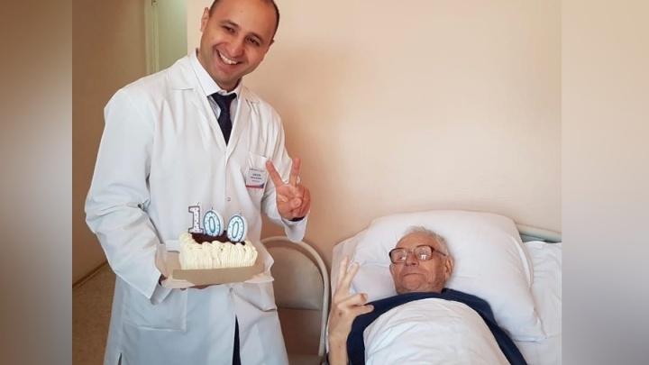 «Рассказал врачам, как жить долго». Красноярец оказался в больнице на своё 100-летие