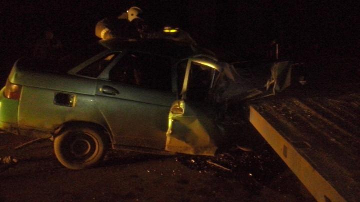 В Курганской области в ДТП между грузовиком и легковушкой погибли два человека