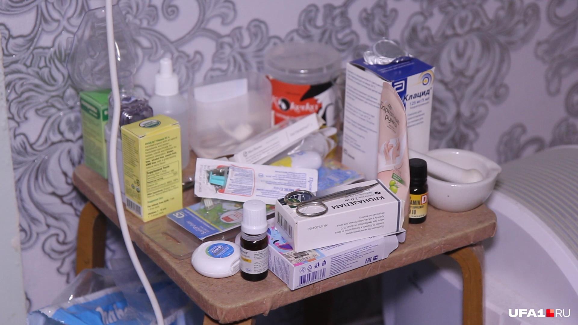 Лекарства Богдана не помещаются на табуретке