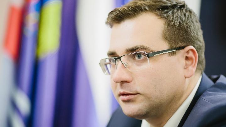 Бейсбольная бита сломалась пополам: ярославец напал на мэра Иваново во дворе его дома