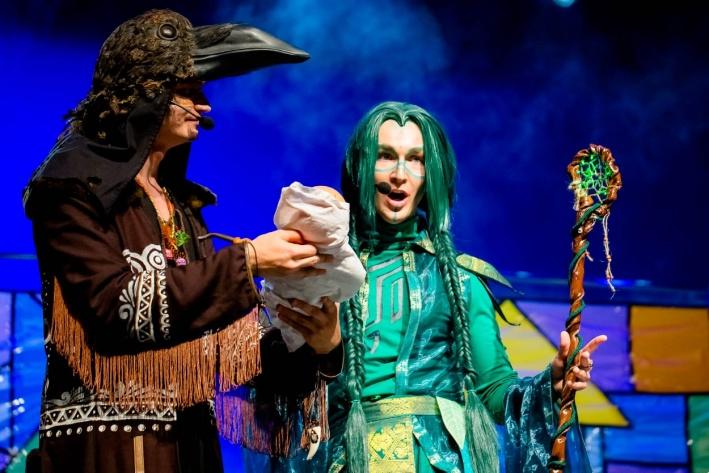 К фестивалю участники готовятся около трех месяцев — репетируют выступление и создают свои уникальные костюмы
