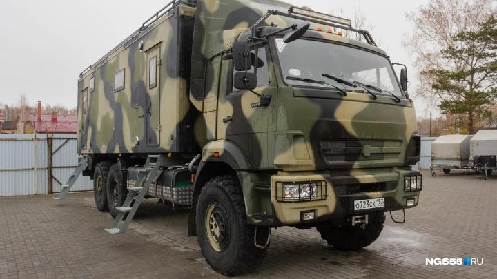 Омич за 7 миллионов оборудовал КАМАЗ 15-литровым баком водки и сауной
