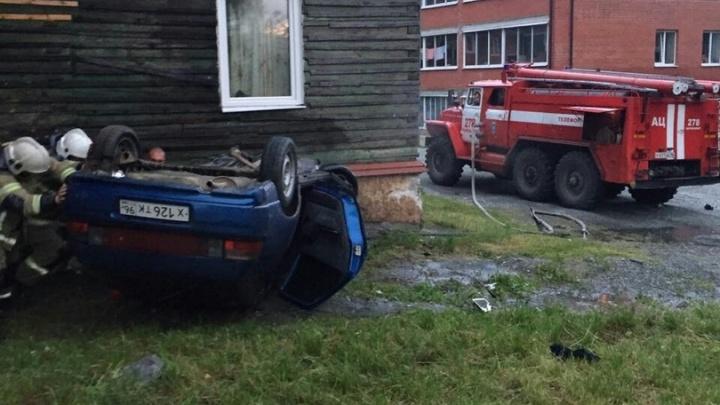 В Качканаре пьяный водитель на «двенадцатой» снёс стену дома