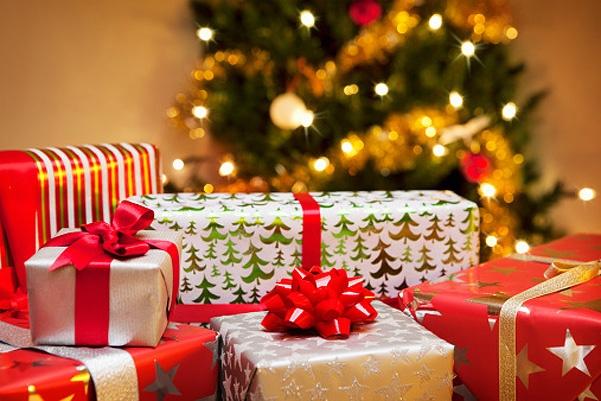 Найдены магазины, в которых на тысячу рублей можно купить подарки всем близким