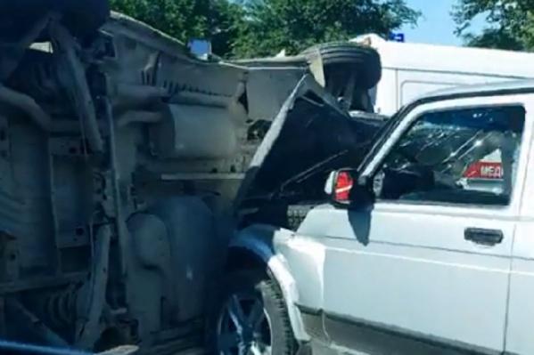 Инкассаторская машина легла на левый бок