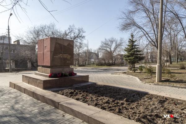 Рядом с одним общим памятником погибших хотят поставить второй