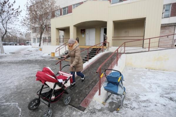 По словам челябинки, в своей поликлинике без проблем можно попасть только к педиатру