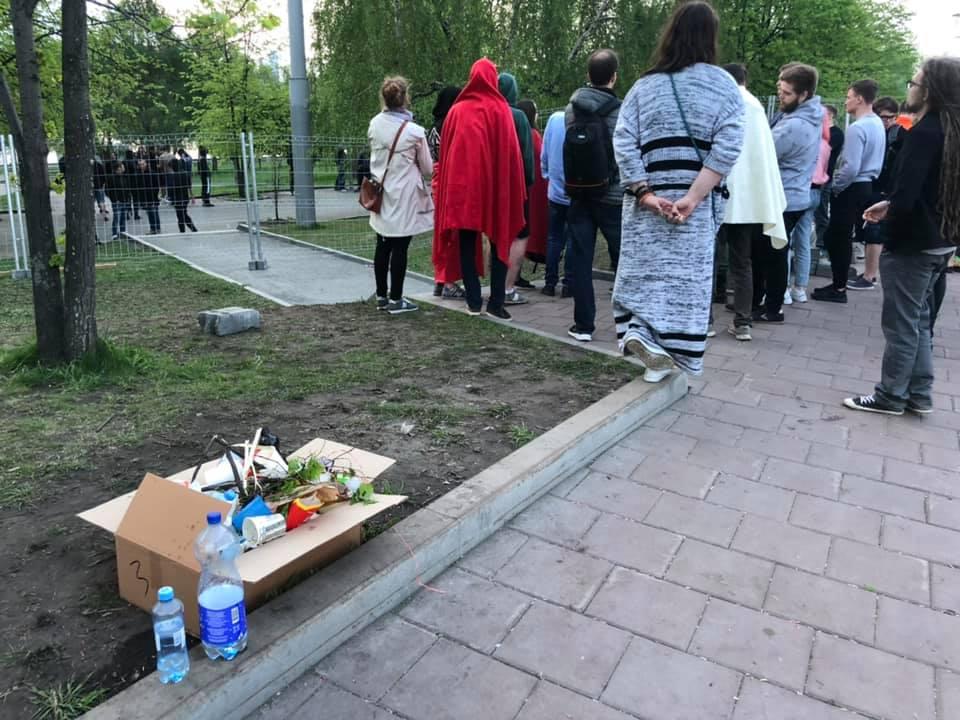 В пять утра защитники сквера начали расходиться, собрав перед этим весь мусор