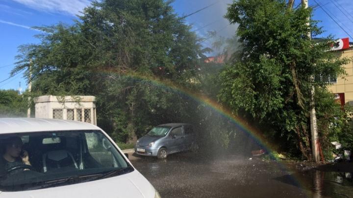 В Омске из-за прорыва трубопровода образовалась радуга