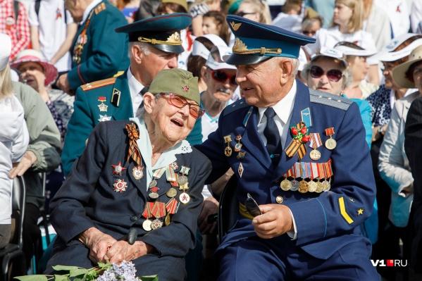 Главными героями сегодняшего парада стала, конечно же, ветераны