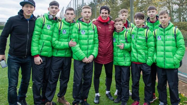 В Лондон за автографами звезд из «Арсенала»: футболистов из детского дома отправили в Великобританию