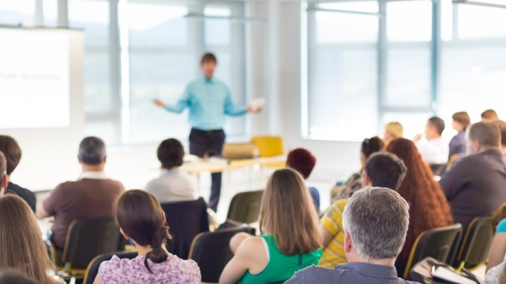 Как заставить своих сотрудников продавать и удерживать клиентов