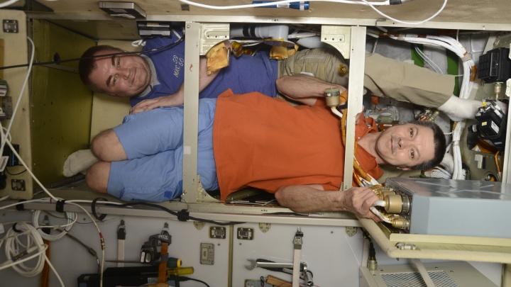 Самарский космонавт с коллегой пытались получить из мочи техническую воду