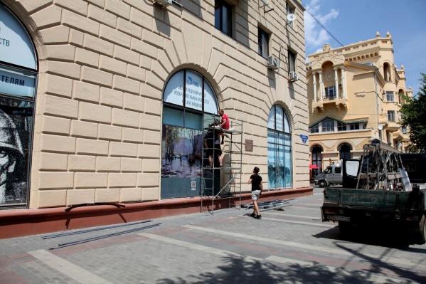 14 окон музея Машкова превратились в огромные полотна