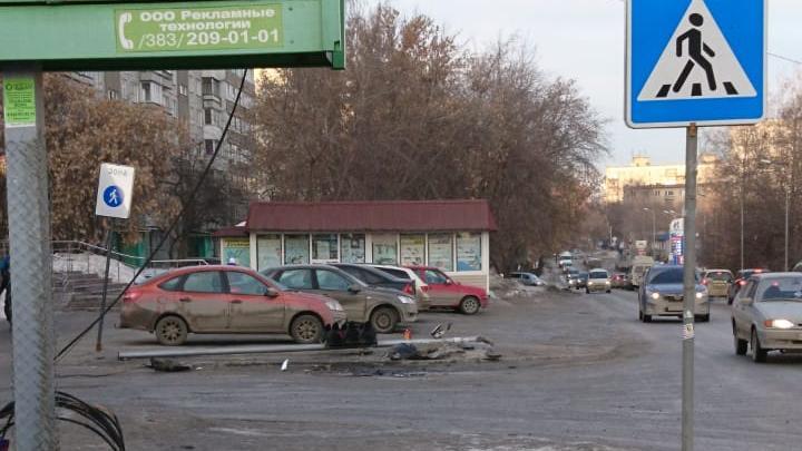 Возле остановки на Кропоткина упал светофор